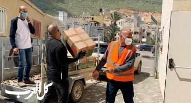 مجلس مجد الكروم ولجنة الطوارىء يوزعون طرود غذائية