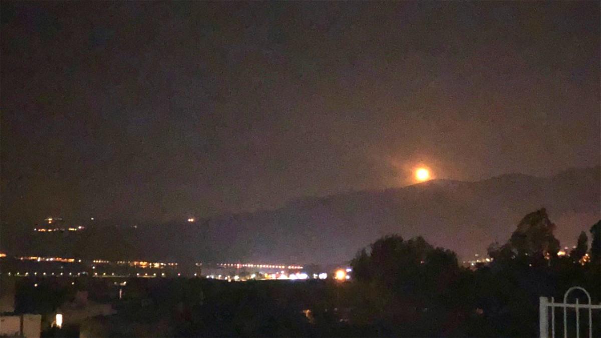 اطلاق عدة قنابل إنارة على الحدود مع لبنان