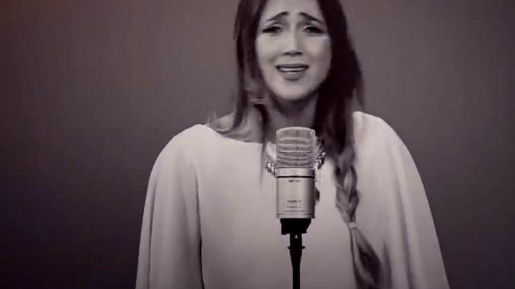 دلال أبو آمنة تغني شارة مسلسل عنقود 2020