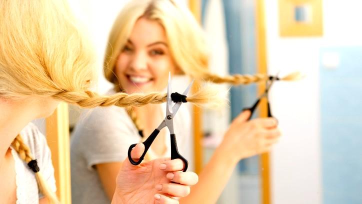 كيف تقصّين شعرك في المنزل؟ إليك النصائح