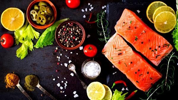 ما العلاقة بين السلمون وخسارة الوزن؟
