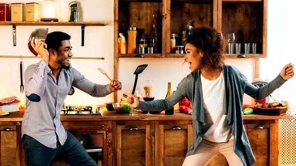 ألعاب زوجية في المنزل لعلاقة متينة بين الشريكين