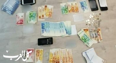 اعتقال 5 مشتبهين باستخدام أوراق نقدية مزوّرة