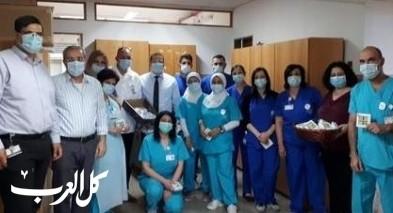 الإنجليزي يُكرّم الممرضات والممرضين
