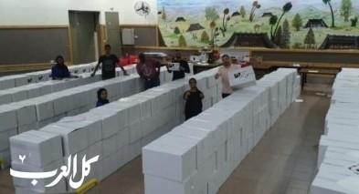 المركز الجماهيري رهط يوزع 400 طرد غذائي للعائلات