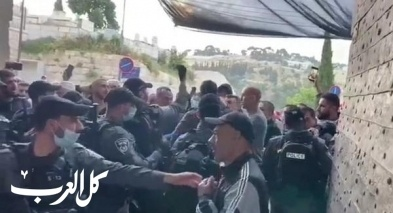 القدس  المئات من المصلين اقتحموا حواجز الشرطة