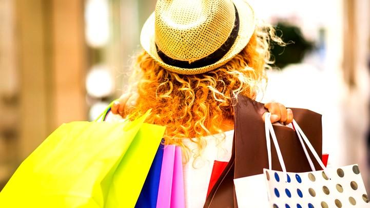 شابة: أعشق المشتريات ولكن لا أملك المال
