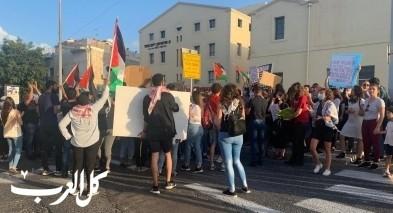 حيفا: المئات يتظاهرون تنديدًا بالإعدامات الميدانية