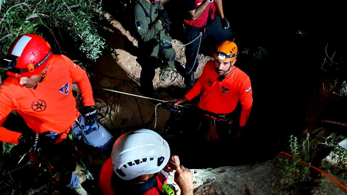اكسال: انقاذ 3 شبان علقوا داخل مغارة
