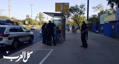 عامر: الشرطة حققت مع إبني  بشكل استفزازي ومُهيّن بالرغم من أنه كان جالس في محطة الحافلة مسالمًا
