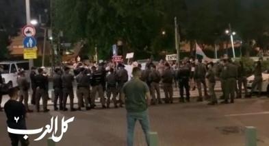 تل ابيب: تظاهرة امام منزل وزير الامن الداخلي