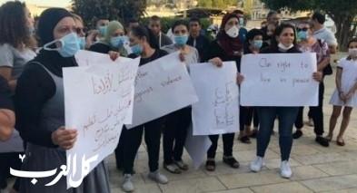 حيفا: العشرات من حي الحليصة يتظاهرون أمام مقر الشرطة