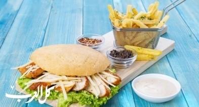 ساندويش دجاج سيزر..صحة وهنا