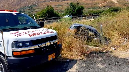 إصابة خطيرة بانقلاب سيارة قرب كرمئيل