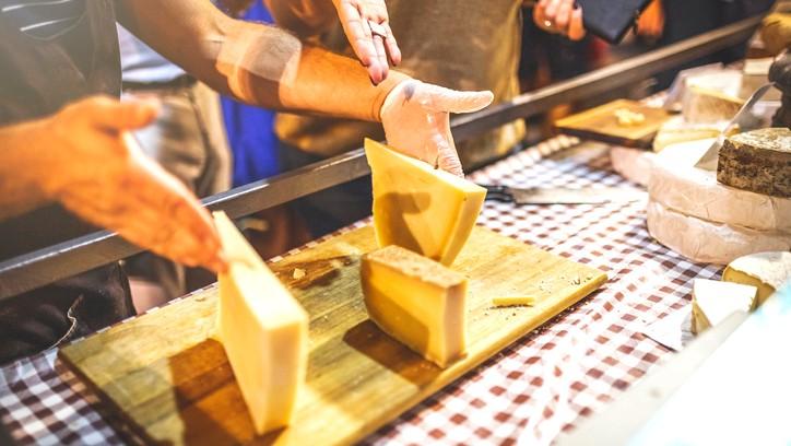 هل سمعتم من قبل عن مهرجان الجبنة؟