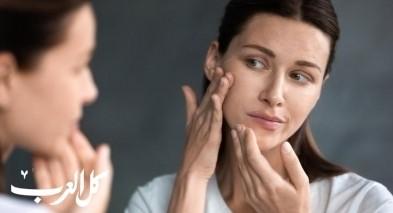 ما هي العوامل المؤثرة على جفاف الوجه؟