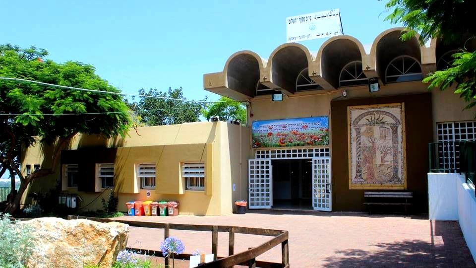 دنون: اغلاق مدرسة السلام الشاملة