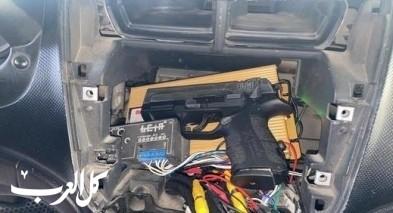 ضبط مسدس بسيارة على حاجز أبو ديس