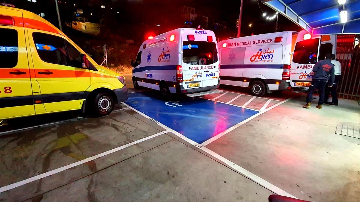 المكر: اصابة 3 اشخاص بعد تعرضهم للطعن