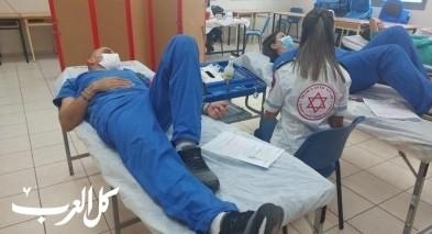 طواقم مستشفى الناصرة تتبرع بالدم