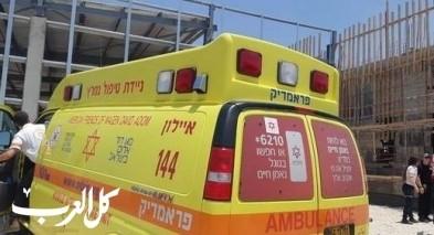 القدس: اصابة عامل اثر سقوط جسم ثقيل عليه