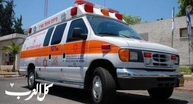 الخضيرة: اصابة عامل اثر سقوطه عن سلم