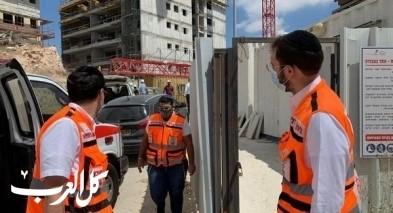 اصابة عاملين بورشات بناء في حادثين منفصلين بمركز البلاد