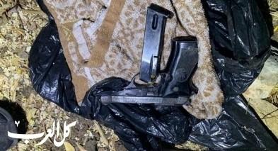 ابطن| الشرطة تضبط اسلحة من نوع كارلو و FN