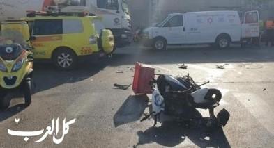 اصابة سائق دراجة نارية بعد أن صدمته سيارة