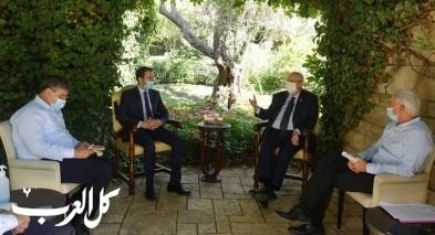 وفد من السلطات المحلية العربية يلتقي رئيس الدولة