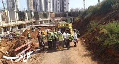 اصابة عامل اثر سقوطه بورشة بناء في موديعين