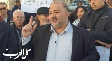 عباس يطالب بتعيين مسلم رئيسًا لقسم الأديان