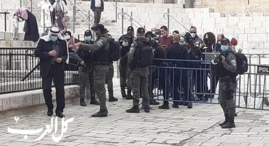مصلين: الشرطة تعيق دخولنا الى المسجد الأقصى