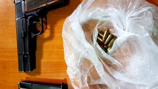 ضبط مسدس وذخيرة خلال تفتيش في بلدة سعير