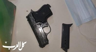 ضبط مسدس ومخدرات خلال تفتيش بشرقي القدس