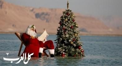 بابا نويل يستمتع بوقته في البحر الميت!