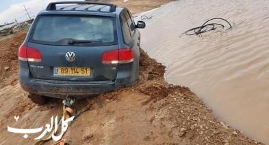 الطيبة: سيارات تعلق في الطين وبرك الأمطار