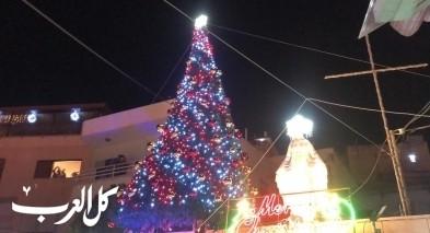الناصرة: إضاءة مقام السيدة مريم العذراء وشجرة الميلاد