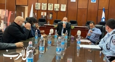 بلدية عكا تناقش مكافحة أعمال العنف