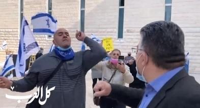 متظاهرو اليمين يحاولون الاعتداء على جبارين