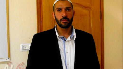 الشيخ ناصر دراوشة: نستنكر إحراق شجرة الميلاد في سخنين