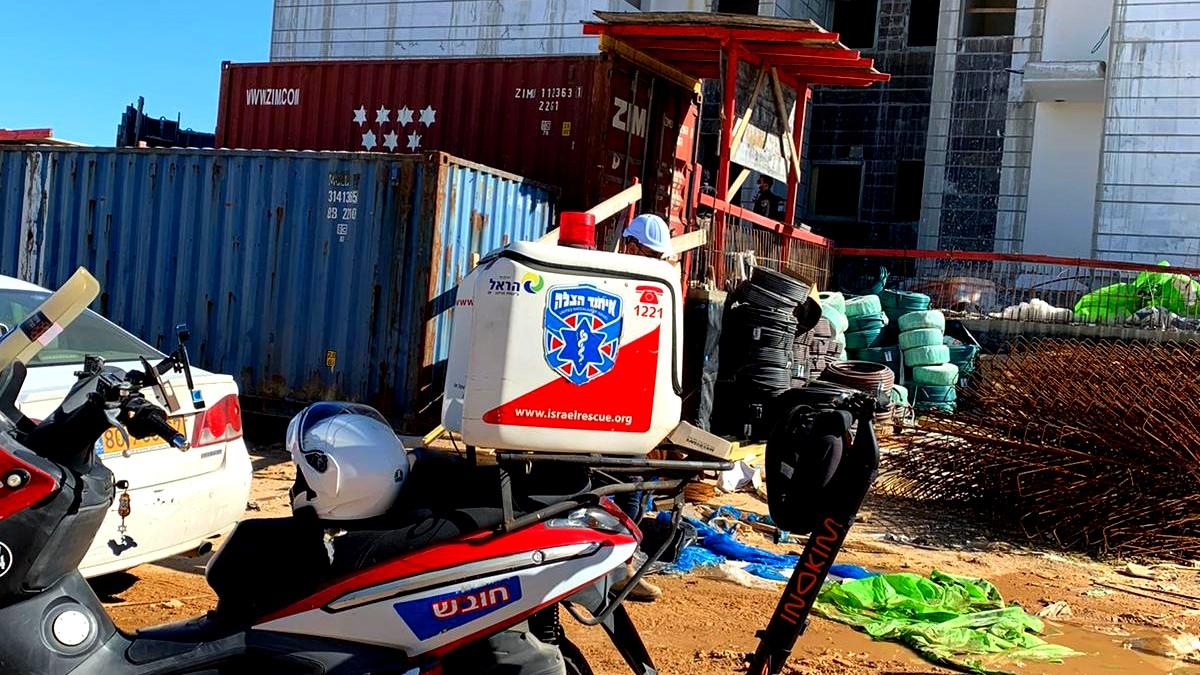 بئر يعقوب: اصابة عامل من رهط بجراح خطيرة اثر سقوطه