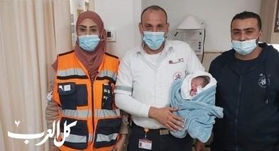 شابة من عرابة (28 عامًا) تضع مولودها داخل سيارة اسعاف