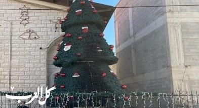 سخنين: اعتقال مشتبهين باحراق شجرة الميلاد