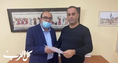 أبو شحادة يقدم ترشيحه للموقع الأول في التجمّع