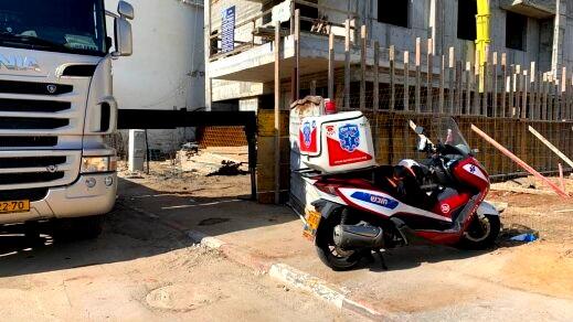 اصابة عامل بجراح متوسطة اثر سقوطه في كفارتابور