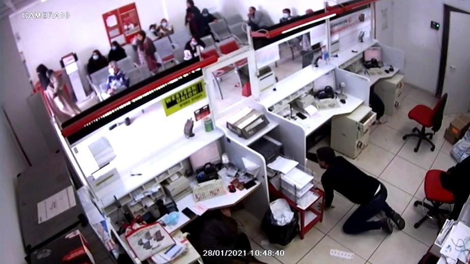 فيديو: السطو على فرع البريد في كفرقرع
