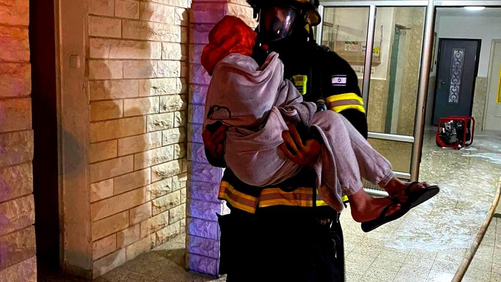 نهاريا: إصابات جرّاء حريق بمبنى سكني