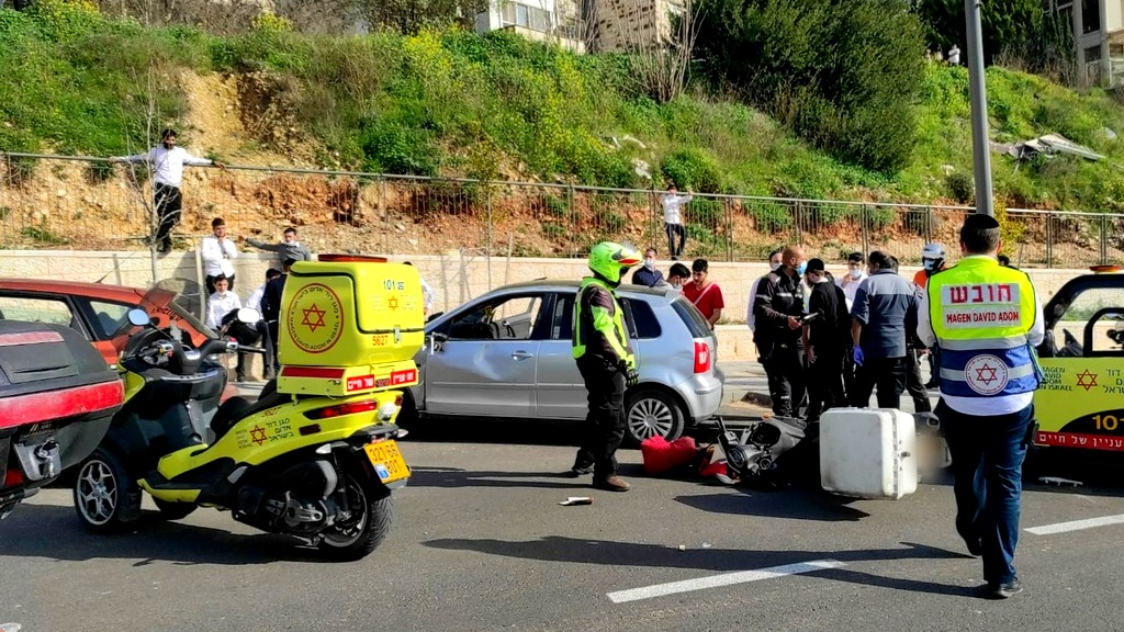 القدس: محاولات انعاش فتى جرّاء حادث طرق