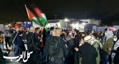 العشرات يتظاهرون امام مركر شرطة مجدالكروم